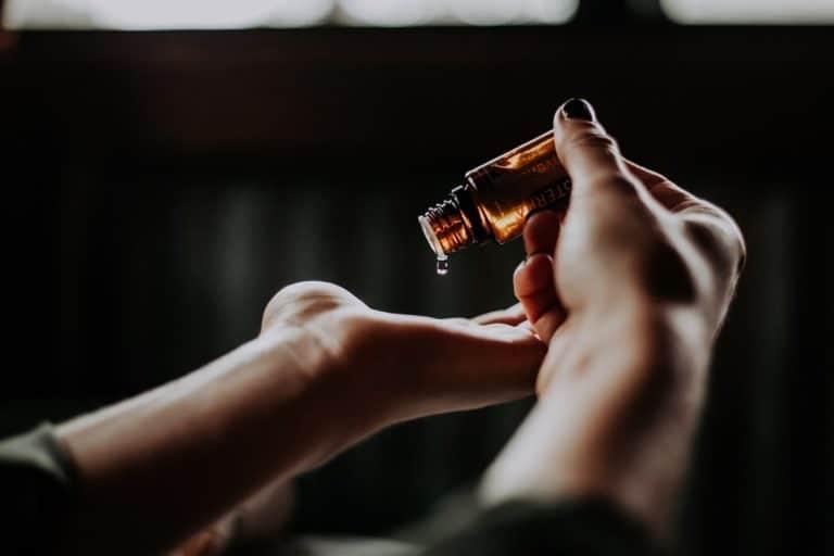 comment-utiliser-huile-de-ricin-pour-les-cheveux-stokabio-alternatives-bio-ecologiques-naturelles